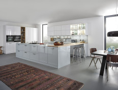Kitchen design with breakfat bench
